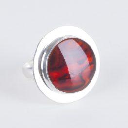 punainen sormus